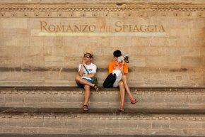 Il 5 luglio ritorna #RomanzoDaSpiaggia per l'Estate Fiorentina: una mostra sulfiume